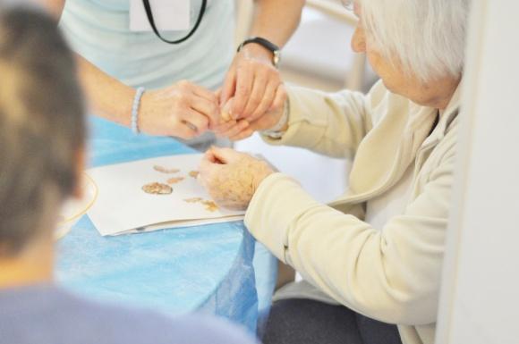 20-latek w ciele 70-latka. Jak zrozumieć chorego na demencję?