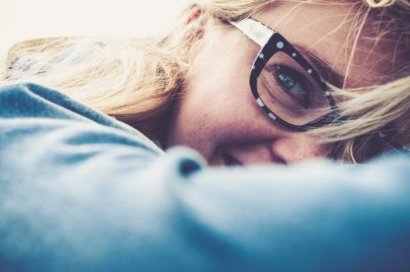 """Okulary """"zerówki"""" – szkodliwe dla oka?"""