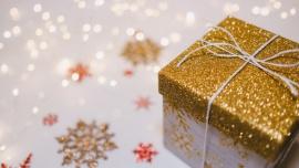 W tym roku Polacy rozpakują prezenty w… Internecie